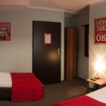 Pokój w tanim hostelu